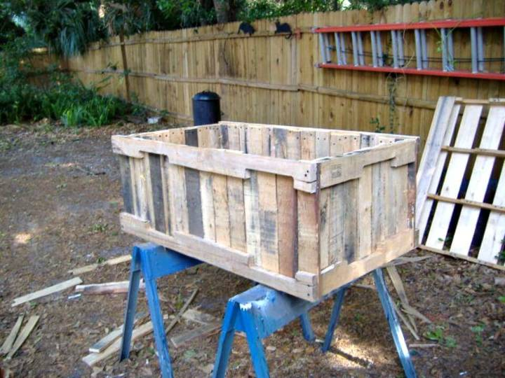 Easy to Build Planter From Pallets - DIY