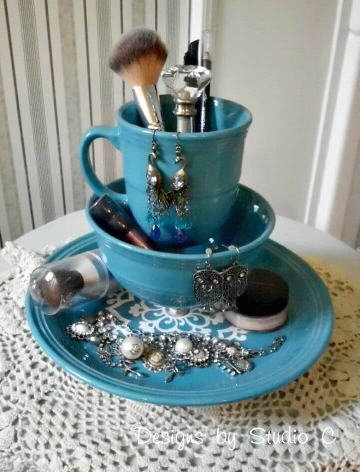 DIY Jewelry & Makeup Holder With Dinnerware