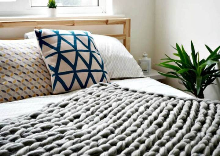 Easy DIY Arm Knitted Cosy Chunky Blanket