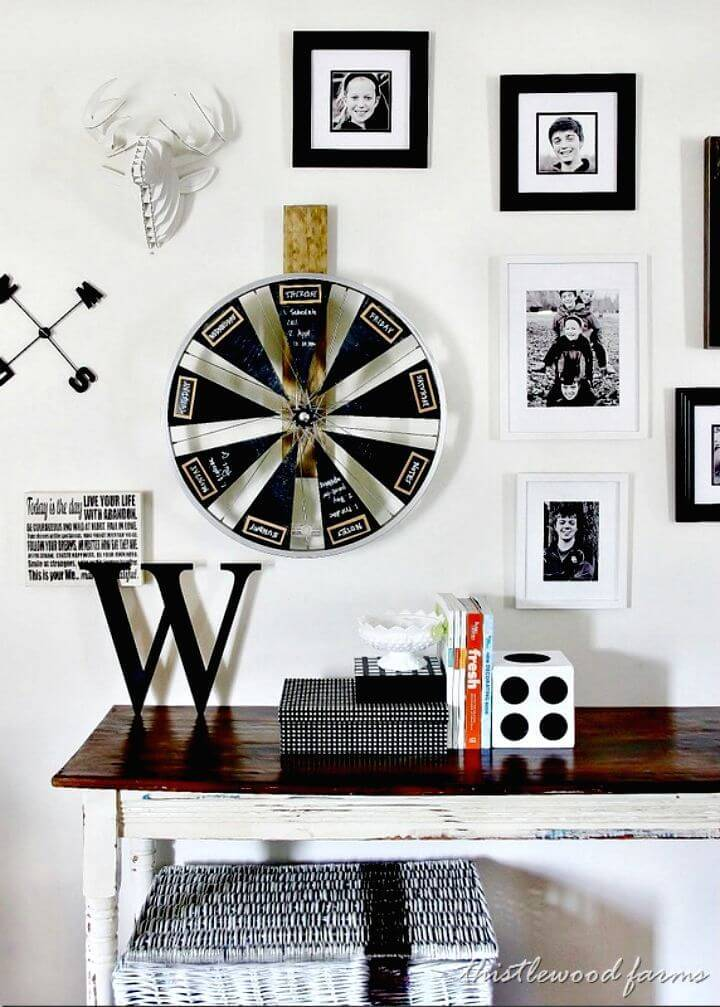 Gorgeous DIY Bicycle Wheel Chalkboard Calendar