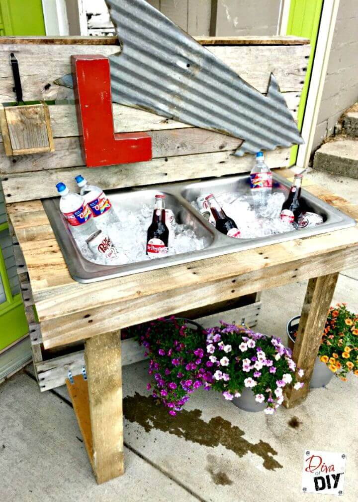 DIY Pallet Outdoor Drinking Station