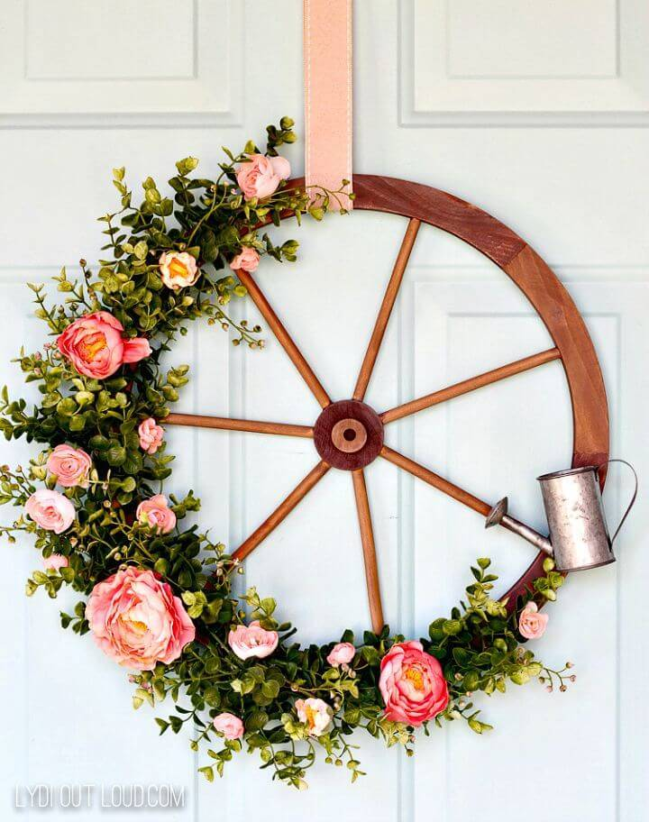 DIY Wagon Wheel Farmhouse Style Wreath for Summer