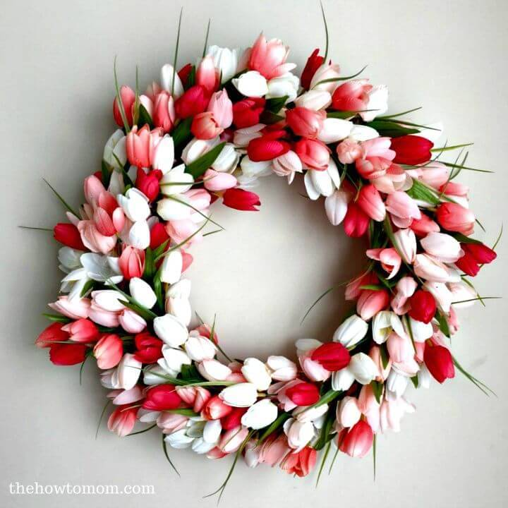 Gorgeous and Easy DIY Tulip Wreath for Summer