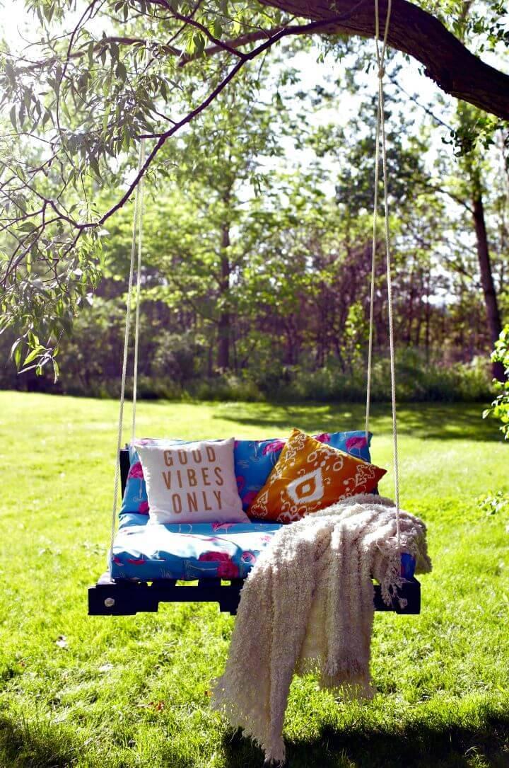 Inexpensive DIY Outdoor Pallet Swing - Pallet Ideas