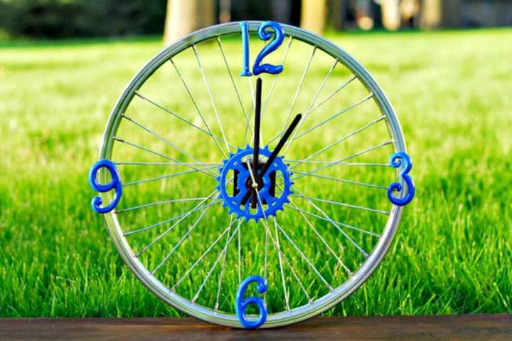 Adorable DIY Bicycle Rim Clock
