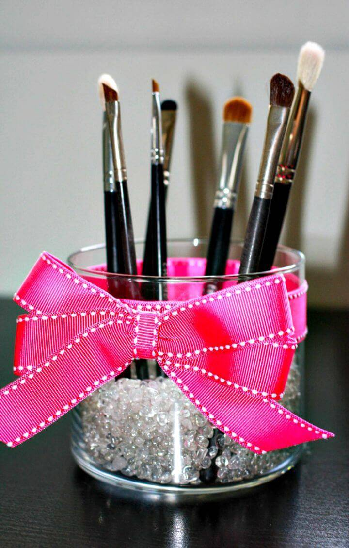 Super Easy DIY Makeup Brush Holder
