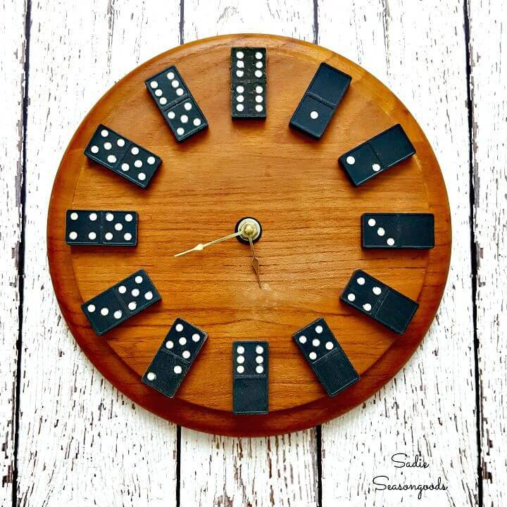 Adorable DIY Domino Clock Gift