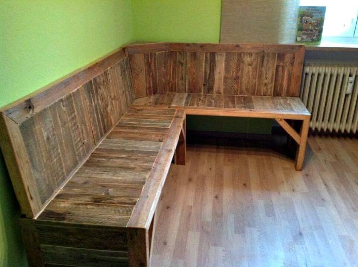 DIY Pallet Corner Bench - Pallet Ideas