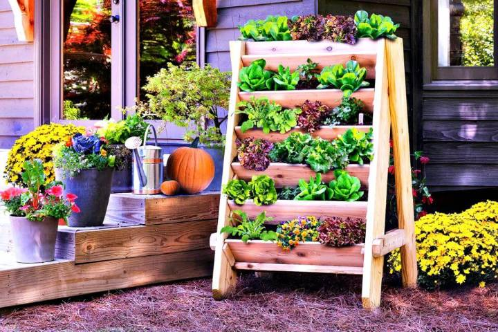 Awesome DIY Vertical Herb Planter