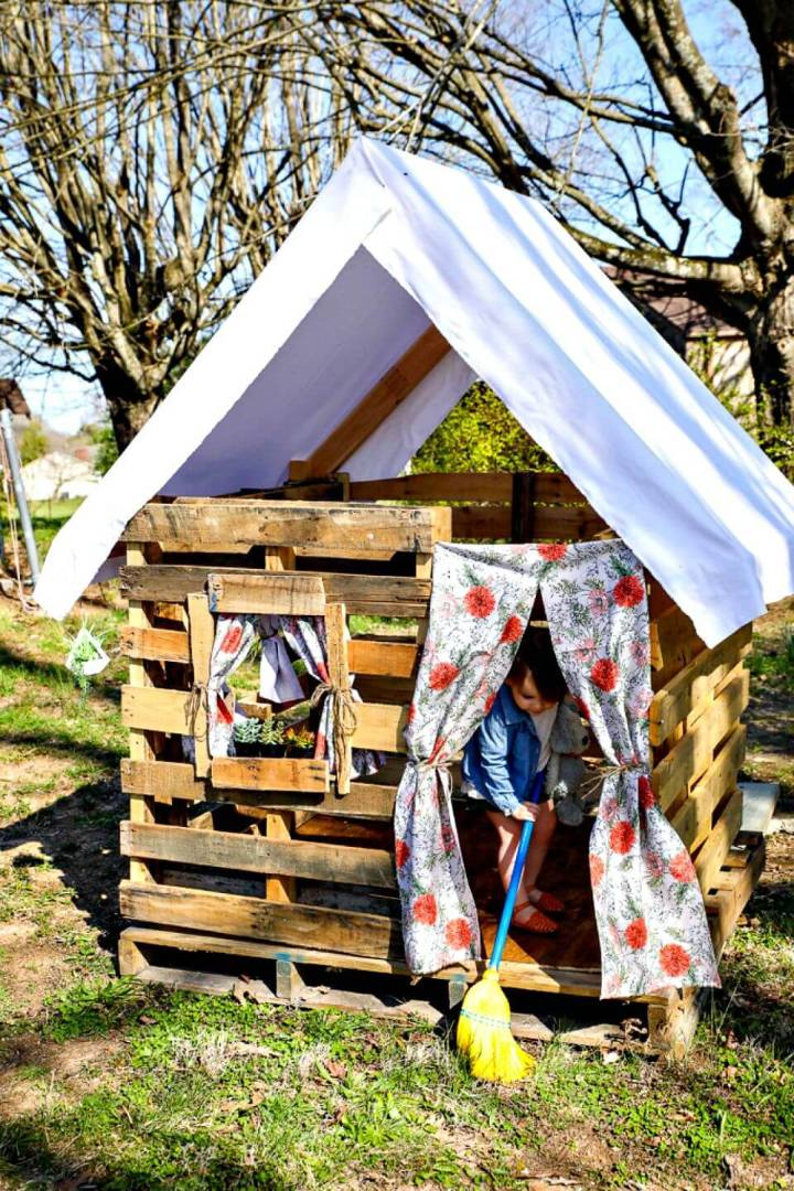 Awesome DIY the Pallet Playhouse