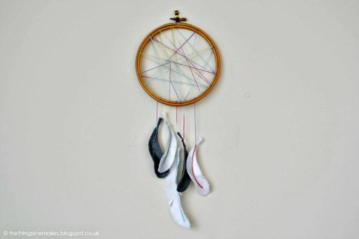 DIY Embroidery Hoop Dream-catcher