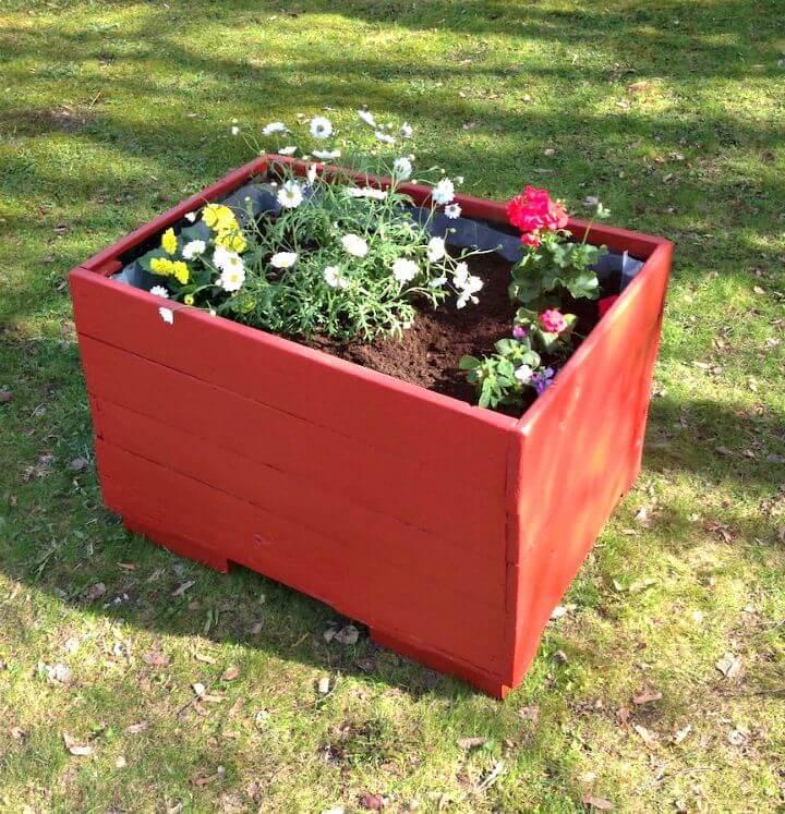 DIY Pallet Herb Planter Box