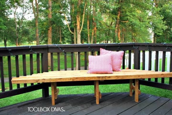 Easy DIY Corner Bench for Outdoor