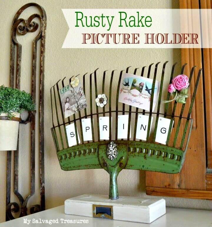 DIY Rusty Rake Picture Holder