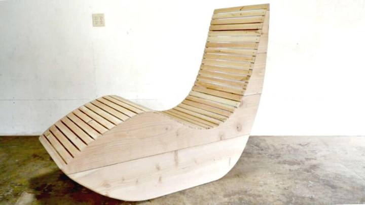 Simple to Build an Outdoor Lounge Chair - DIY Projects
