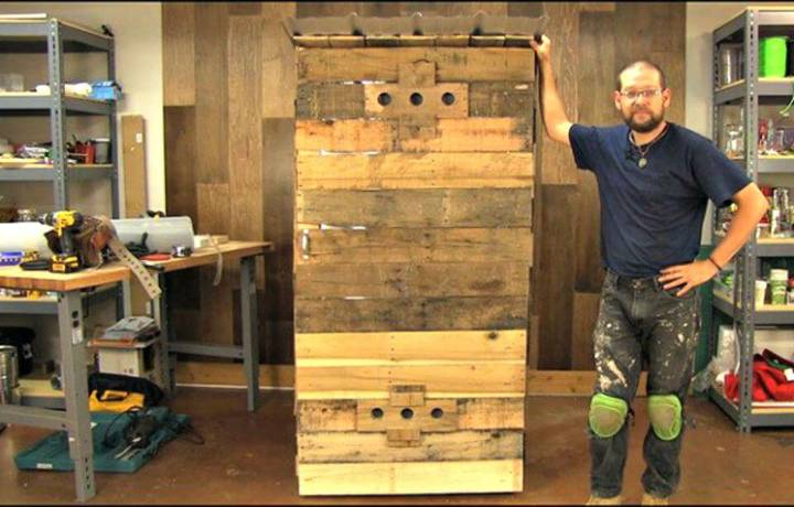 Inexpensive DIY Smokehouse From Pallets For Less Than $100