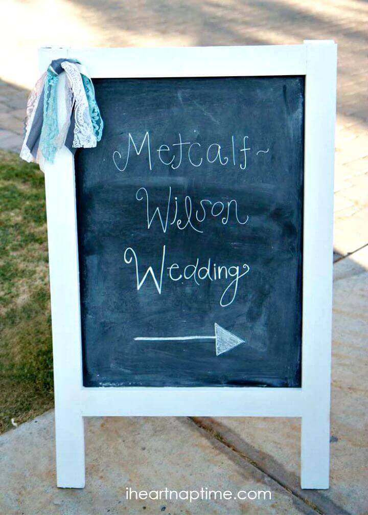 Cute DIY Chalk Board Sign