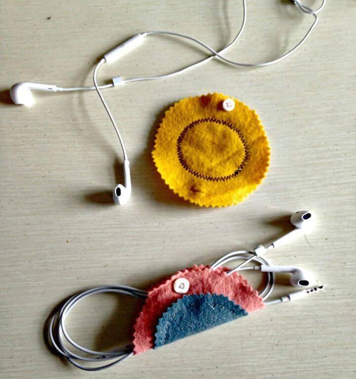 Quick DIY Felt Earbud Holder