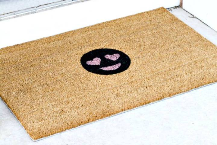 Simple DIY Heart Eye Emoji Doormat