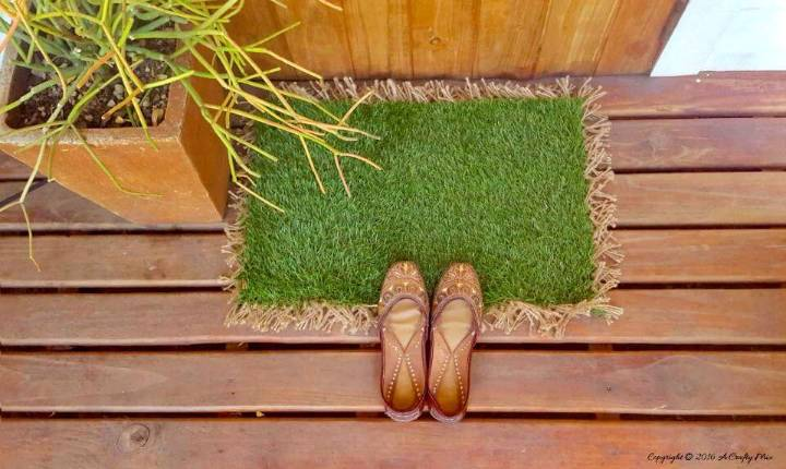 DIY Fake Grass Doormat to Keep the Dirt Out