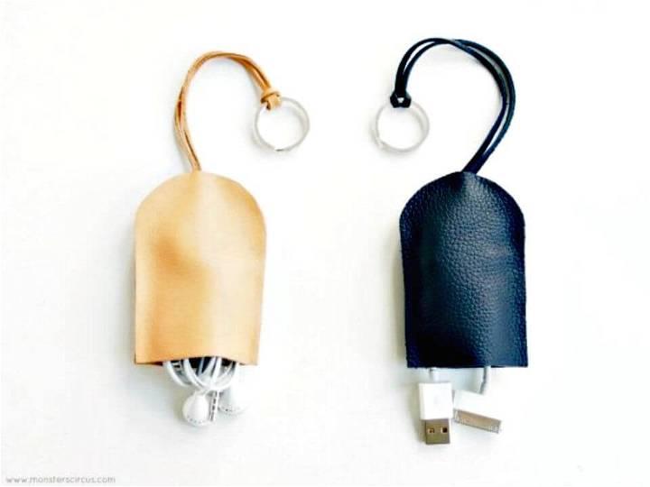 Modern DIY Keychain Earphone Holder
