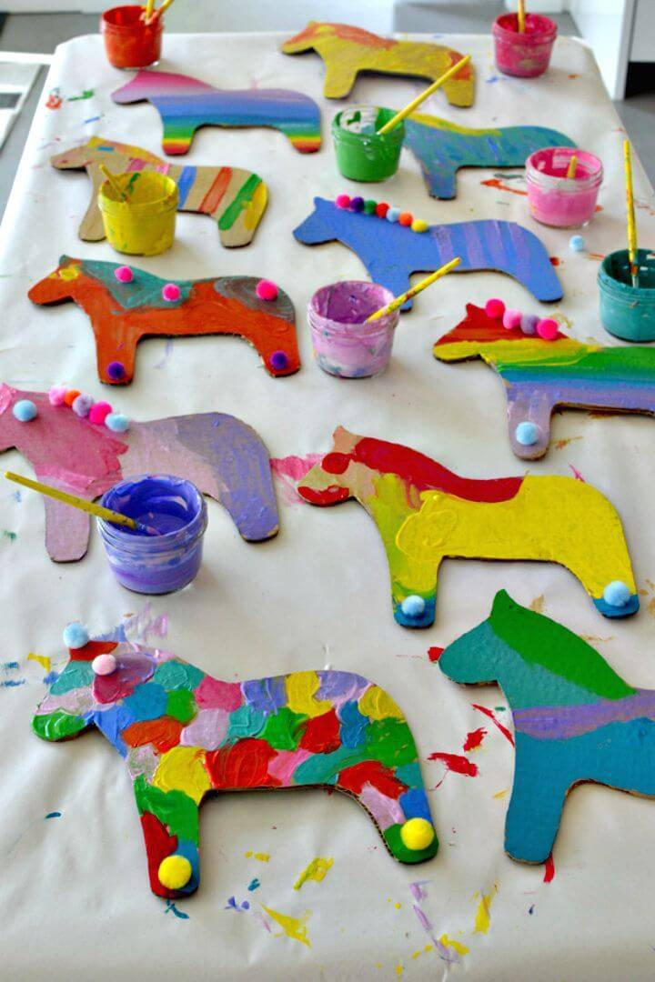 How to Make Dala Horse Party Craft - DIY