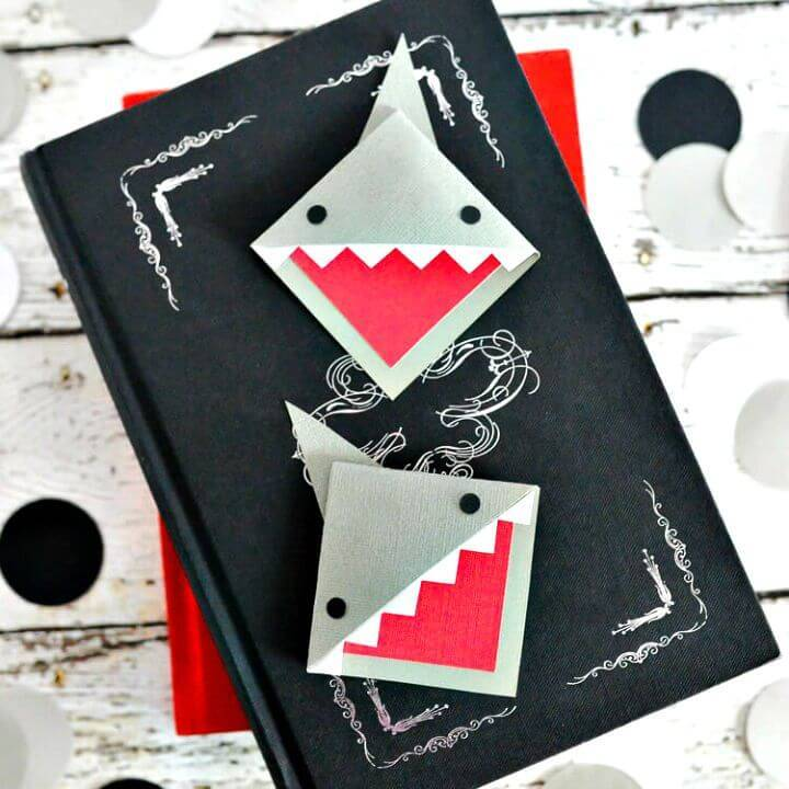 Make Corner Shark Bookmark
