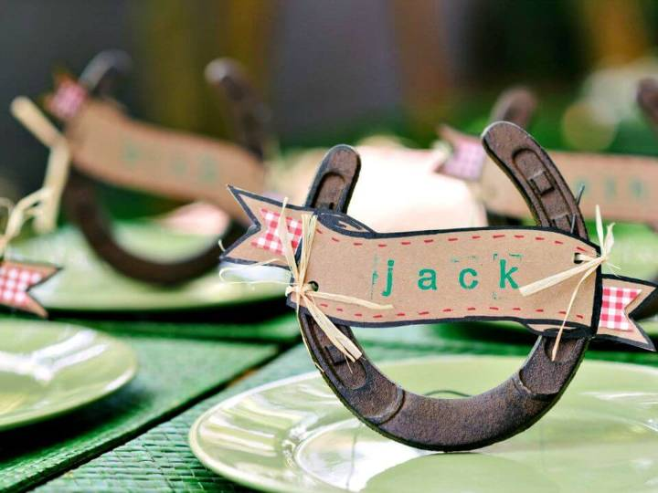 DIY Horseshoe Place-card Holders