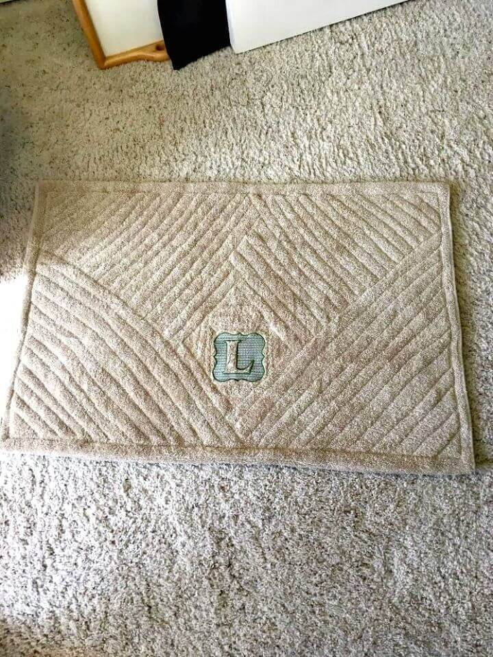 DIY Repurposed Bath Sheet To Bath Mat