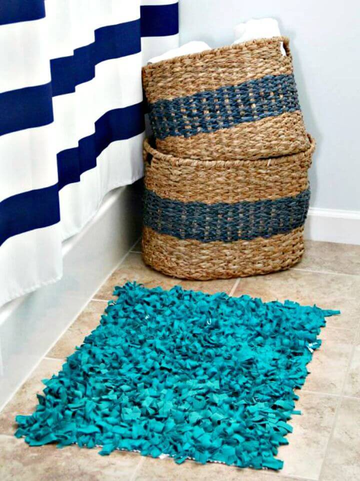 Make Rag Rug Bathmat from Up-cycled T-shirts