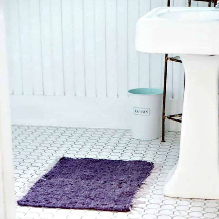 Quick DIY Upcycled Bath Mat