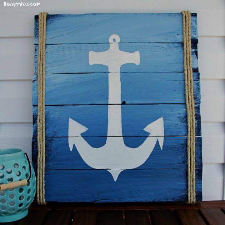 Beautiful DIY Pallet Anchor Sign, it would be a great idea to make this pallet anchor sign for free for a nautical interior or for a nautical touch to any interior!