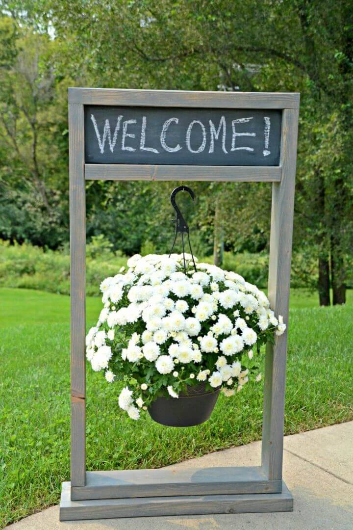 DIY Hanging Planter Welcome Sign, it would be a great idea to jazz up your outdoor party and wedding places with the handmade planter welcome sign!