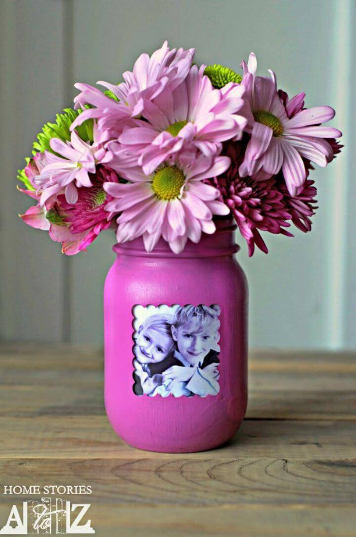 DIY Mason Jar Picture Frame Vase, recycle also the Mason jar to make interesting photography gifts, simply make Mason Jar vases and Display picture From their inside!