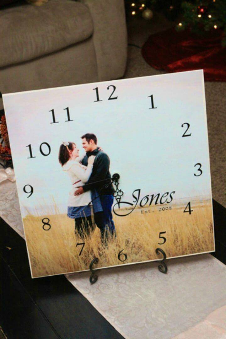Easy DIY Personal Picture Clocks, this is here a perfect gift to give to newly married couples, make it by pasting a photo on the clock!