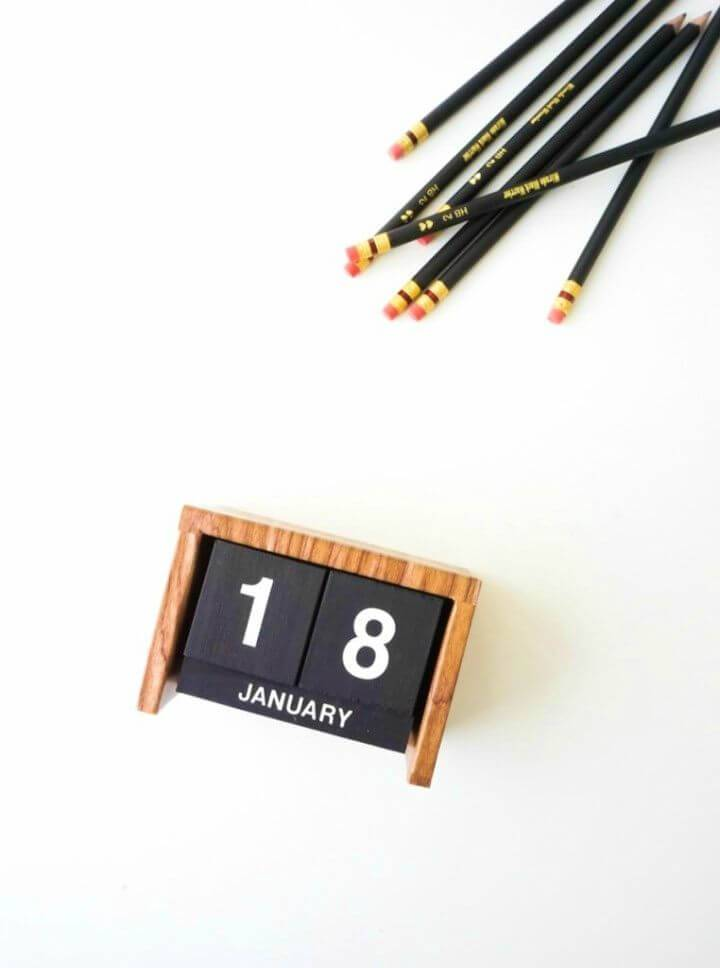 Make Flip Clock Style Calendar for Your Desk, also make decorative calendars with for your office desk using the marble contact paper!