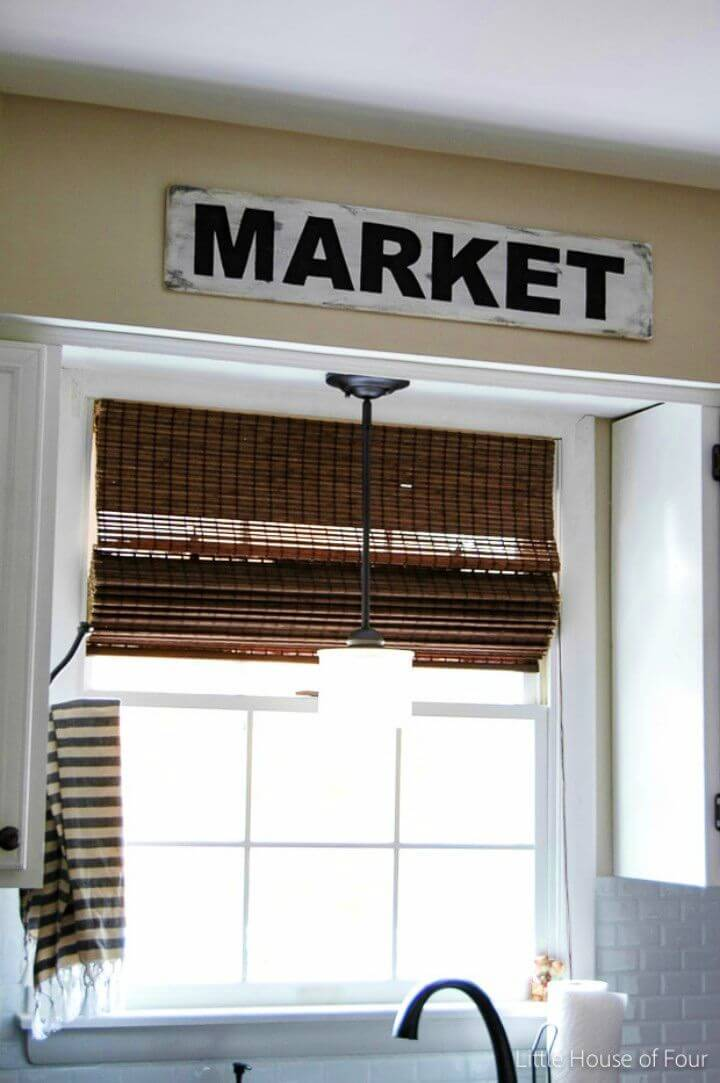 Make Your Own Vintage Market Sign, bring a vintage touch to your home by adding this vintage marker sign to your walls!