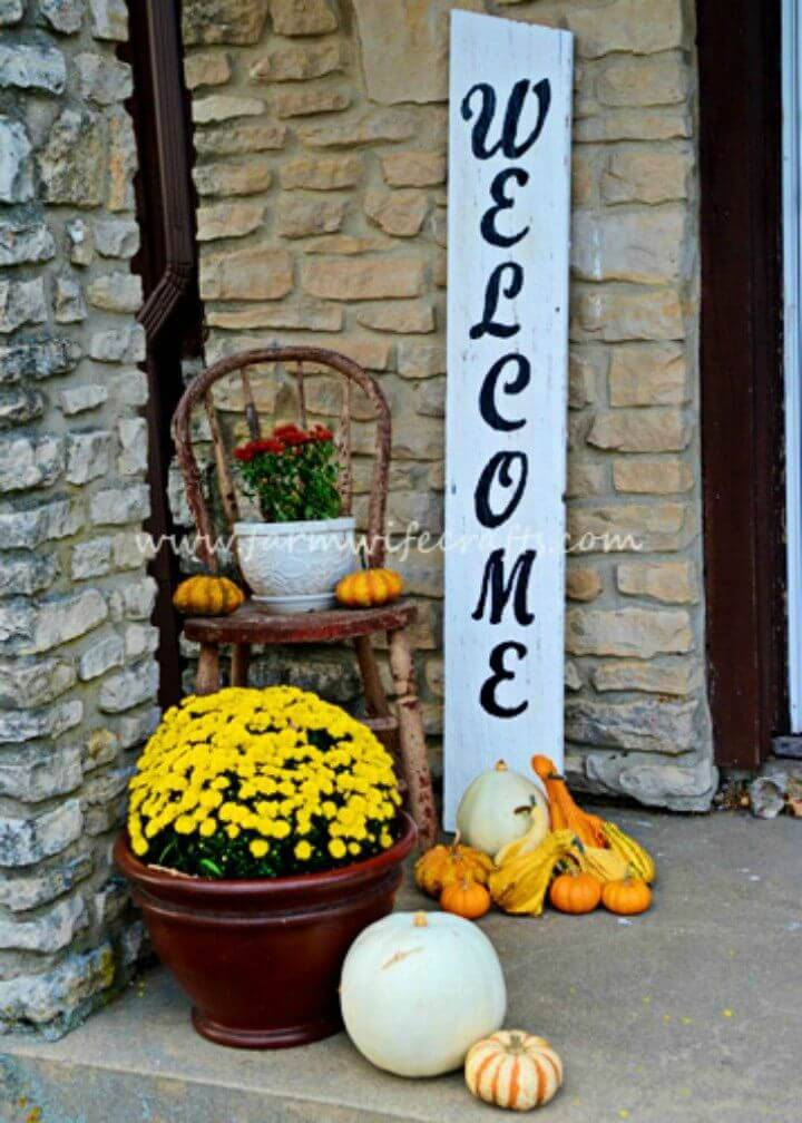 Quick to Make Welcome Porch Sign, give a warm welcome to guests by adding this welcome sign to your porch!