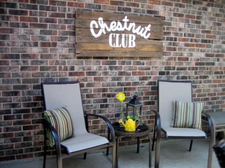 Adorable DIY Outdoor Pallet Sign