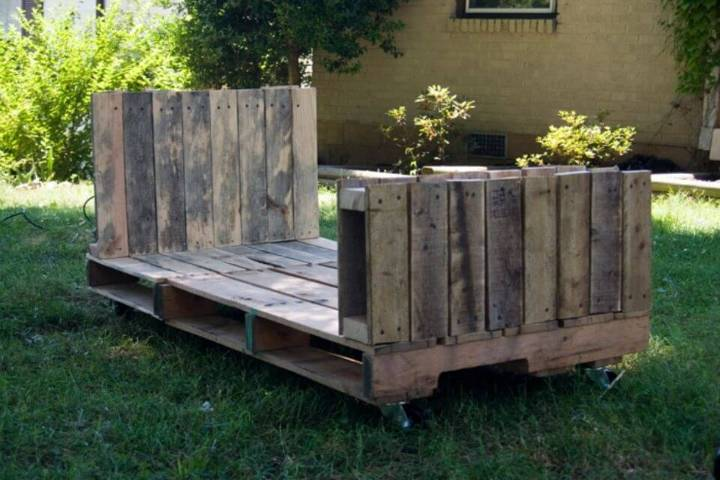 Build a Toddle Pallet Bed
