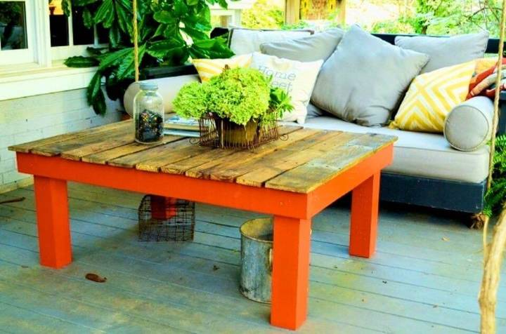 DIY Pallet Board Coffee Table
