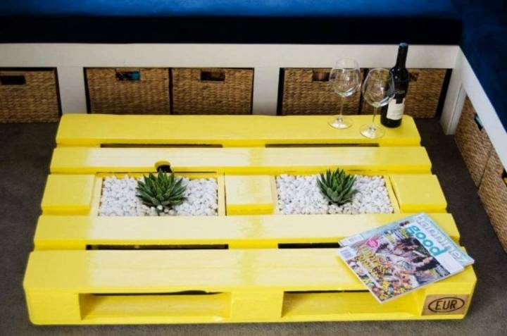DIY Pallet Coffee Table with Planter Boxes