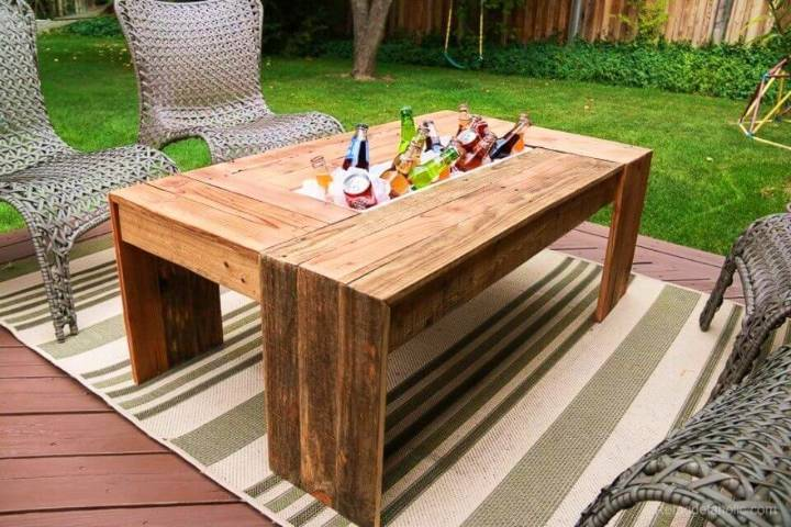 DIY Pallet Wood Coffee Table With Drink Cooler