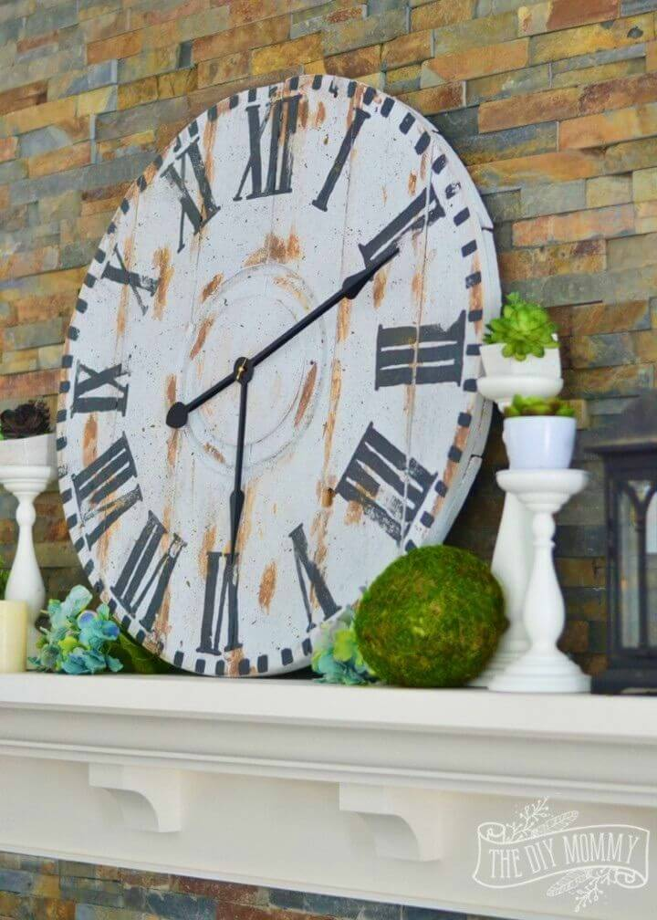 DIY Reclaimed Wood Clock from an Electrical Reel