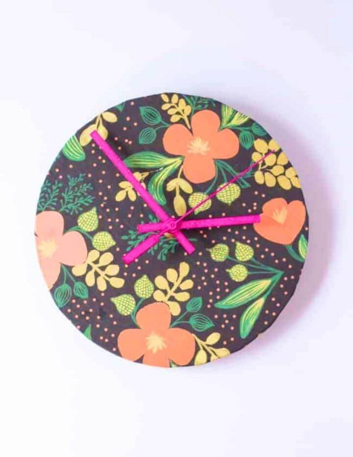 DIY Up cycled Wrapping Paper Clock
