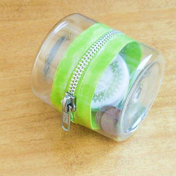 Easy DIY Plastic bottle Zipper Container