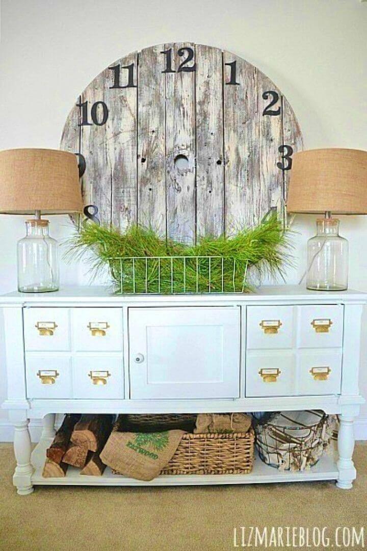 Easy DIY Wood Pallet Clock