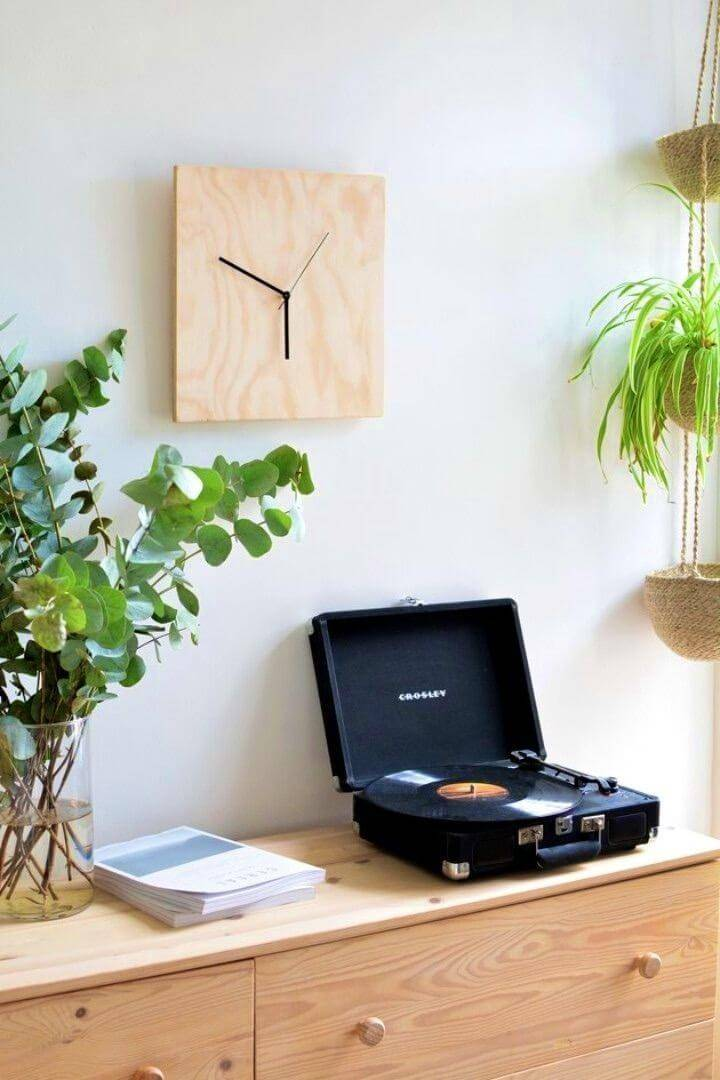 Easy and Modern DIY Chic Plywood Clock