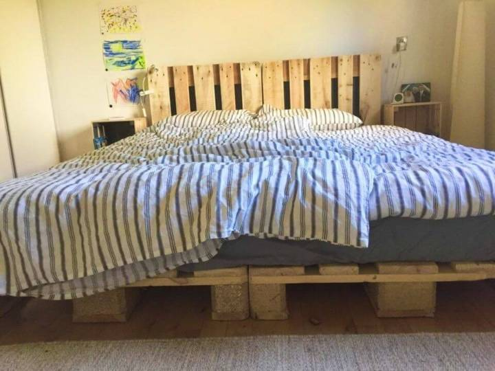 Elegant DIY Pallet Bed
