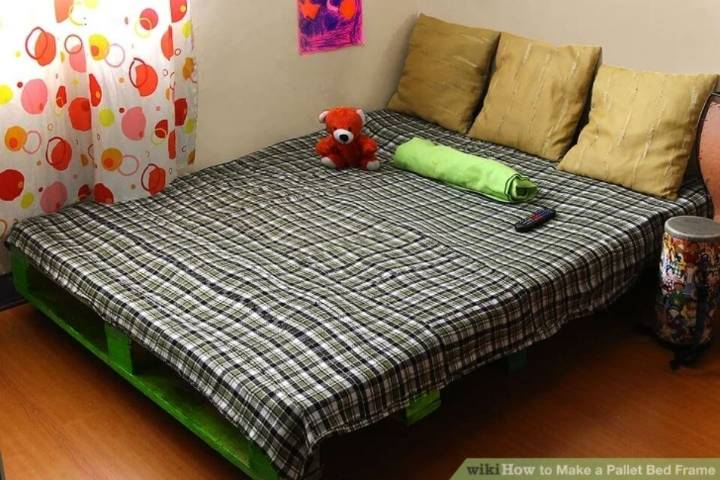 Low budget Bed from Old Pallets